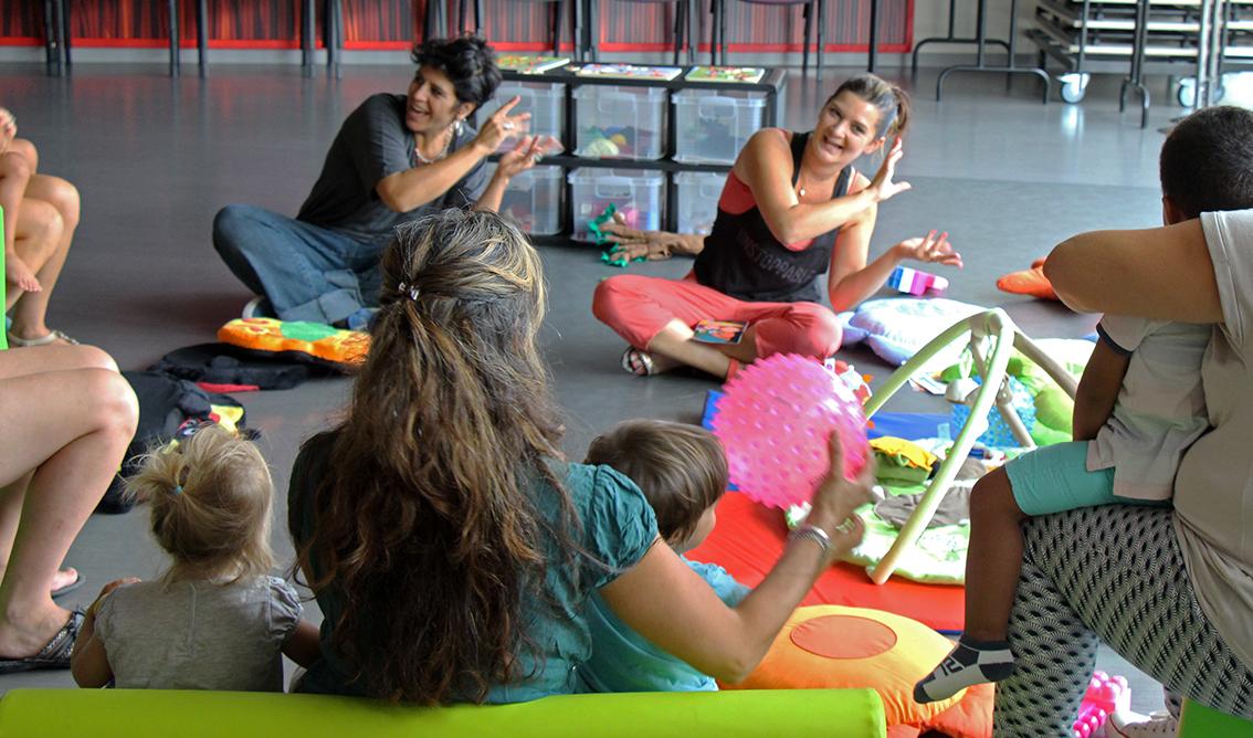 Des professionnelles de la petite enfance animent le LAEP.